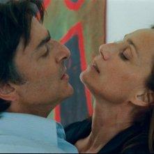 Kristin Scott Thomas e Yvan Attal in una scena de L'amante inglese