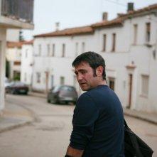 Sergi López in una scena del film L'amante inglese