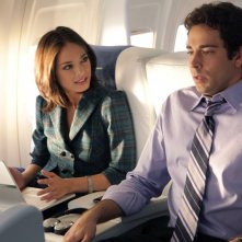 Hannah (guest-star Kristin Kreuk) e Chuck (Zachary Levi) in aereo nell'episodio Chuck Vs. First Class