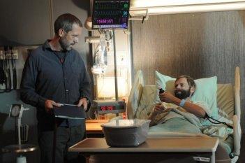 Hugh Laurie  in una scena di Ignorance is Bliss, dalla sesta stagione di Dr. House: Medical Division