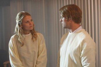 Jesse Spencer e Jennifer Morrison in una scena di Teamwork dalla sesta stagione di Dr. House: Medical Division