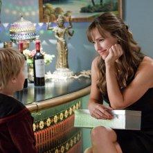 Edison (Bryce Robinson) e Julia (Jennifer Garner) in una sequenza del film Appuntamento con l'amore