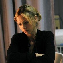 Veronika (Sarah Michelle Gellar) assorta nei propri pensieri nel film Veronika Decides to Die