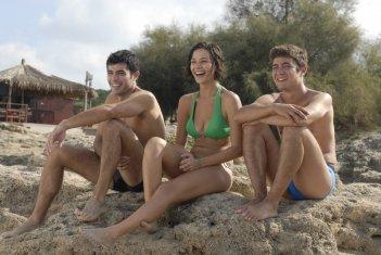 Carmine Recano, Nicole Grimaudo e Riccardo Scamarcio in una scena di Mine vaganti
