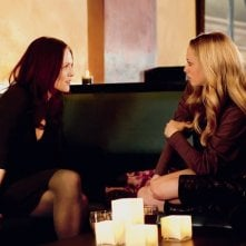 Catherine (Julianne Moore) e Chloe (Amanda Seyfried) in una scena del film Chloe