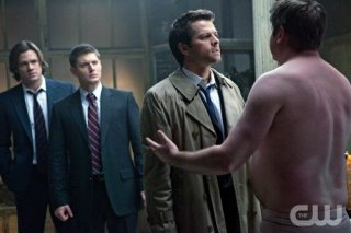 Supernatural: Jared Padalecki, Jensen Ackles, Misha Collins e Lex Medlin nell'episodio My Bloody Valentine