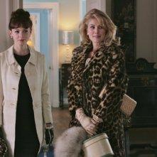 Carey Mulligan e Rosamund Pike in una scena del film An Education