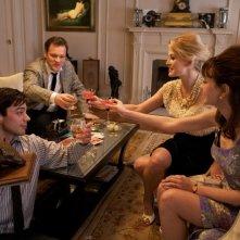Dominic Cooper, Peter Sarsgaard, Rosamund Pike e Carey Mulligan in una scena del film An Education