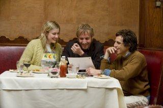 Greta Gerwig, Rhys Ifans e Ben Stiller in una scena di Greenberg