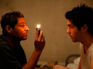 Hichem Yacoubi e Tahar Rahim in una scena del film Il profeta