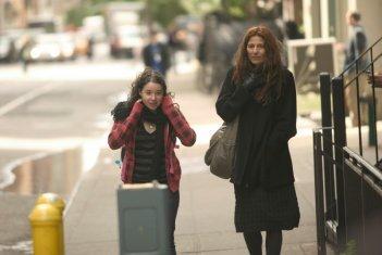 Sarah Steele e Catherine Keener nel film Please Give