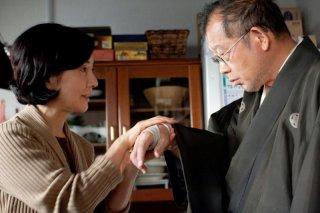 Sayuri Yoshinaga e Tsurube Shofukutei nel film Otouto