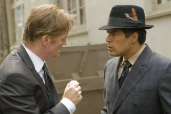 Caprica: Eric Stoltz e Esai Morales nell'episodio The Reins of a Waterfall