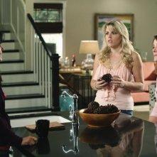 Cougar Town: Courteney Cox, Busy Philipps e Christa Miller in una scena dell'episodio Stop Dragging My Heart Around