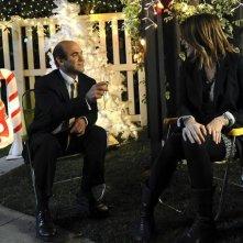 Cougar Town: Ian Gomez e Christa Miller in una scena dell'episodio When a Kid Goes Bad