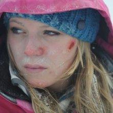 Emma Bell in un primo piano agghiacciante dal film Frozen