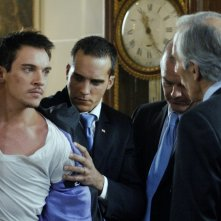 Jonathan Rhys Meyers e Richard Durden in una scena del film From Paris with Love