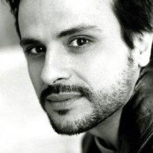 Una foto dell'attore Maximilian Nisi