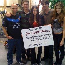 Il regista Marcos Siega e parte del cast ringrazia i fans dal set di The Vampire Diaries