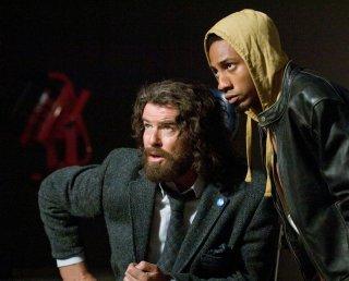 Pierce Brosnan (Chiron) e Brandon T. Jackson (Grover Underwood) in una scena del film Percy Jackson e gli Dei dell'Olimpo: Il ladro di fulmini