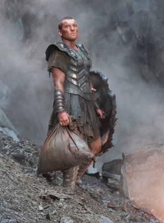 Sam Worthington nel ruolo di Perseo, eroe mitologico nel film Clash of the Titans
