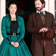 Pearl (Kelly Hu) e Johnathan Gilbert (Joe Knezevich) nel lontano 1864 nell'episodio Children of the Damned di Vampire Diaries