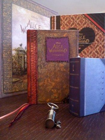 Alice in Wonderland: un'immagine del gadget promozionale realizzato per il film - 2