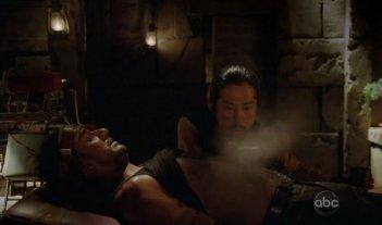 Hiroyuki Sanada e Naveen Andrews in una scena di What Kate Does dalla sesta stagione di Lost