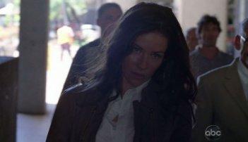 Evangeline Lilly in una scena di What Kate Does dalla sesta stagione di Lost