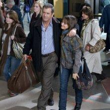Mel Gibson e Bojana Novakovic in una scena del film Fuori controllo