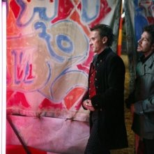 Robert Knepper e Ray Park in una scena di Brave New World dalla quarta stagione di Heroes