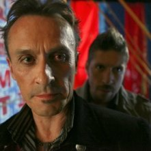Robert Knepper e Ray Park in una scena tratta da Brave New World dalla quarta stagione di Heroes
