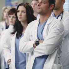 Chyler Leigh, Justin Chambers e Nora Zehetner in una scena di State of Love and Trust dalla sesta stagione di Grey's Anatomy