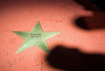 Berlinale 2010: si inagura la prima stella della Walk of Fame, dedicata a Marlene Dietrich