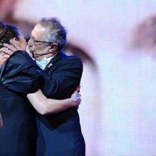 Berlino 2010: un bacio appassionato tra Anke Engelke e Dieter Kosslick