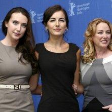 Camilla Belle, Anna Anissimova e Virginia Madsen presentano Father of Invention alla 60esima Berlinale