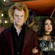 Salma Hayek e John C. Reilly in una scena del film Cirque du Freak: The Vampire's Assistant (2009)