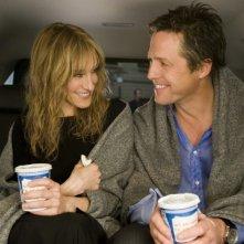 Sarah Jessica Parker e Hugh Grant in un'immagine romantica della commedia sentimentale Che fine hanno fatto i Morgan?