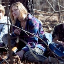 Ashlee Thompson, Jennifer Lawrence, Isaiah Stone in una sequenza di Winter's Bone.