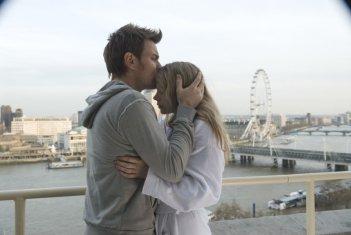 Ewan McGregor e Michelle Williams in una scena del film Senza apparente motivo