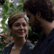 Sarah Felberbaum e Lorenzo Balducci in una scena del film Due vite per caso