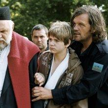 Aleksandar Bercek, il piccolo Uros Milovanovic e il regista Emir Kusturica sul set del film Promettilo!