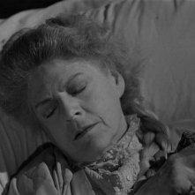 Ethel Barrymore in una scena del film La scala a chiocciola (1946)