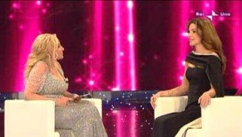 Sanremo 2010, seconda serata: Antonella Clerici con Rania di Giordania.