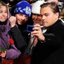 Berlinale 2010: Leonardo DiCaprio interprete di Shutter Island, scatta foto con i fan