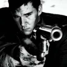 Ryan Kwanten in una immagine promo del western Red Hill