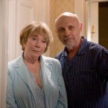 Shirley MacLaine ed Hector Elizondo in una scena del film Appuntamento con l'amore