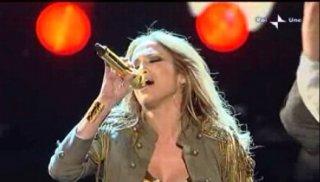 Sanremo 2010, quarta serata: Jennifer Lopez durante la sua performance