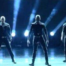 I ballerini di This is It si esibiscono a Sanremo 2010, durante la serata finale.