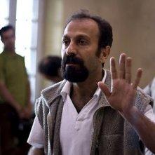 Il regista Asghar Farhadi sul set di About Elly